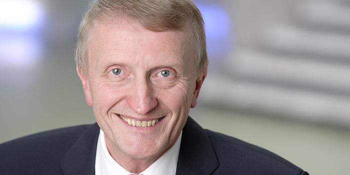 Ein Porträtbild von Hans Sünkel