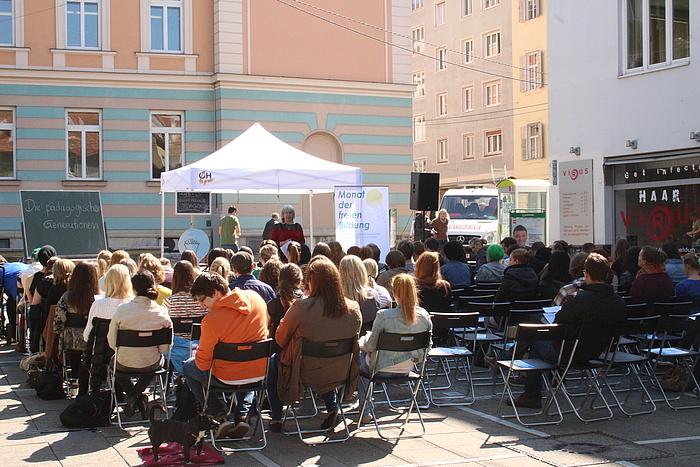 Eine Lehrveranstaltung mitten am Tummelplatz in Graz.