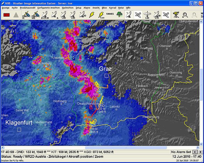Auf einem Satelitenbild ist eine rot und pink eingefärbte Gewitterzelle westlich von Graz zu sehen.