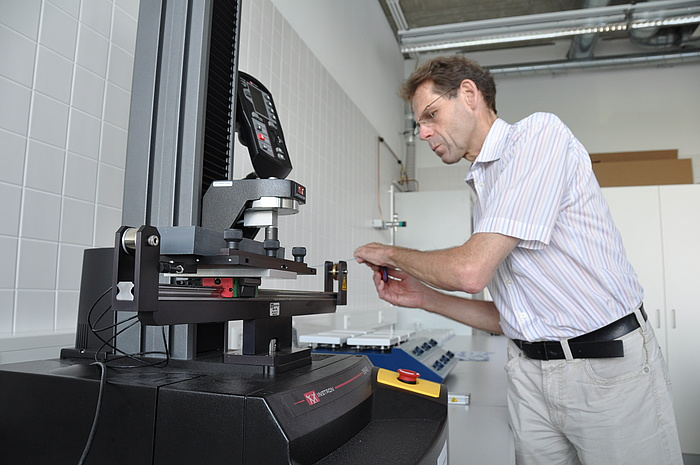 Sven Stegemann working in a lab at TU Graz.