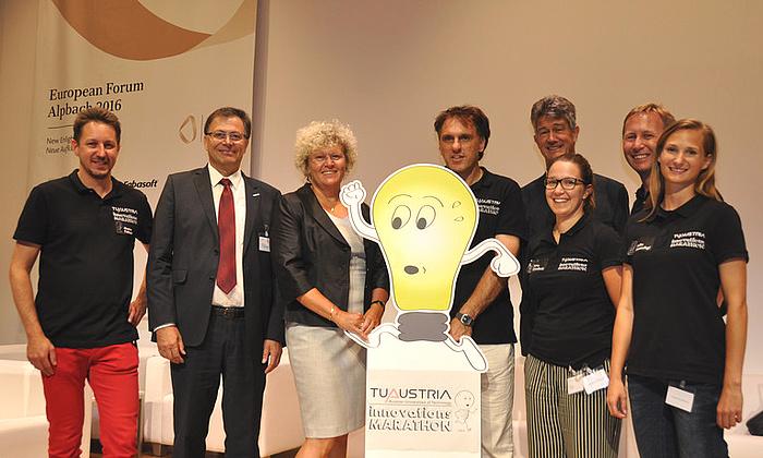 Foto von Mario Fallast, Wilfried Eichlseder, Sabine Seidler, Roland Waldner, Harald Kainz, Azra Gradincic, Stefan Posch, Julia Jantschgi am TU Austria Innovationsmarathon.