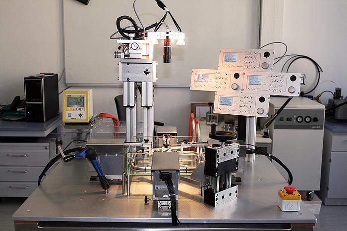 Foto einer Versuchsapparatur am Institut für Biomechanik der TU Graz