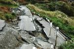 durch Hangrutschung zerstörte Straße