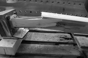 Bruchbild von einem verschraubten Hirnholzanschluss