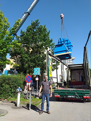 Martin Haubenhofer with the new suction blower arriving at the institute. It will increase the capabilities of our transonic test turbine facility TTTF.