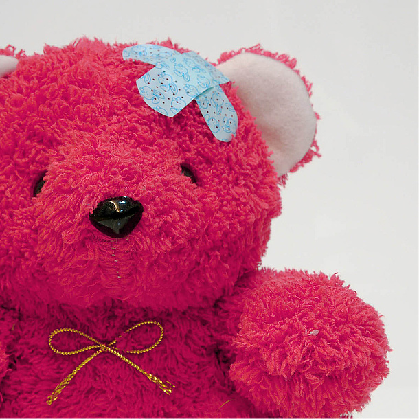 Pink teddy bear with a patch on his head. Photo source: Thitinat. K - fotolia.com