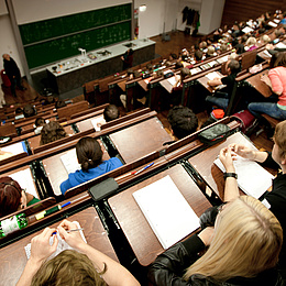 Auditorium with students. Photo source: Lunghammer - TU Graz