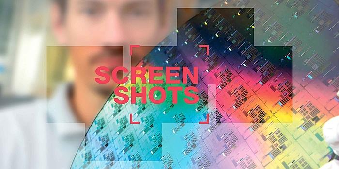 Rote Buchstaben mit der Bezeichnung Screenshots, Mann im Hintergrund