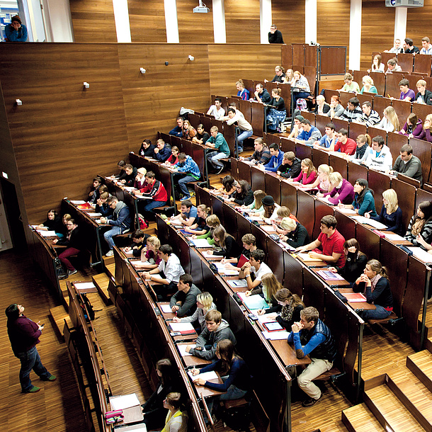 Lecture at one of the auditoriums of TU Graz, photo source: Lunghammer - TU Graz
