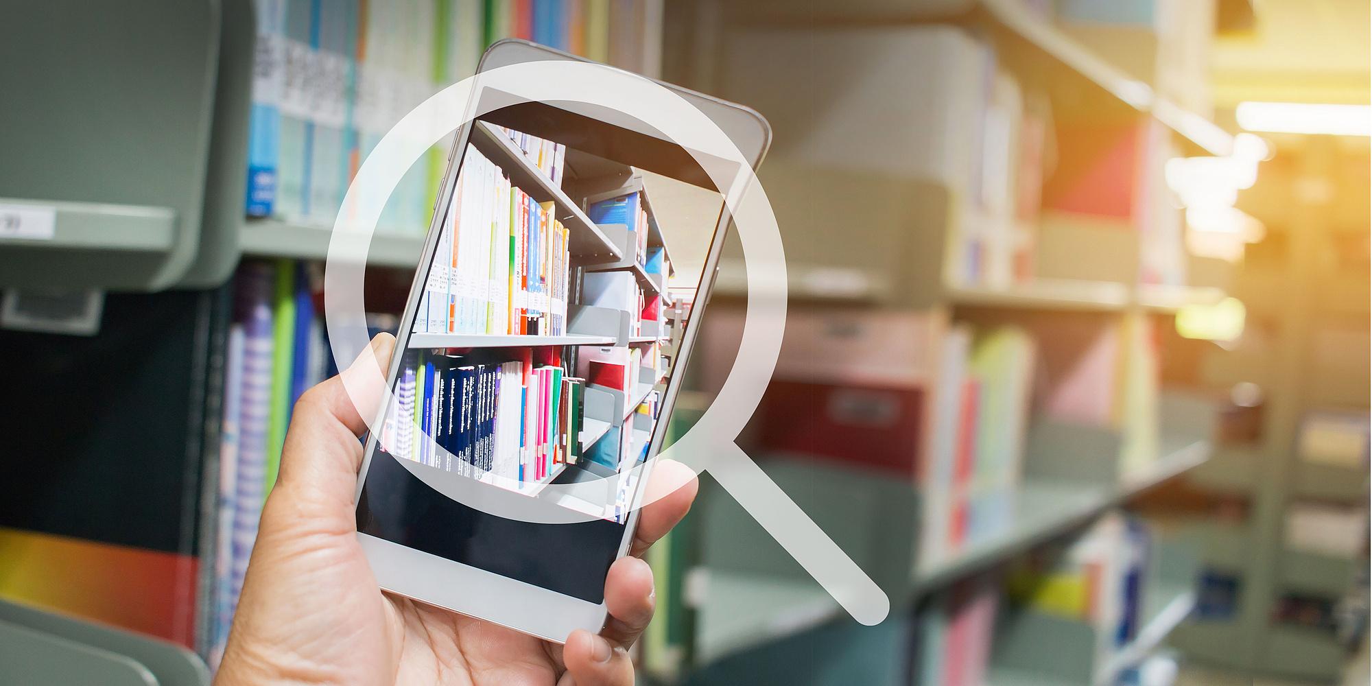 Bücher auf einem Handydisplay