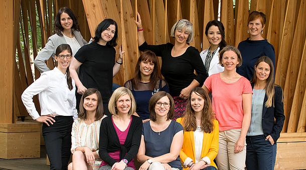 Teamfoto der Serviceeinrichtung Internationale Beziehungen und Mobilitätsprogramme, Bildquelle: Renate Trummer, Fotogenia – TU Graz