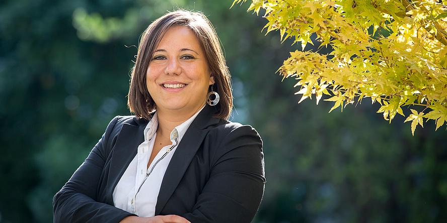 [Translate to Englisch:] Anna Maria Coclite forscht im Bereich der Materialwissenschaften und ist die erste Frau mit einem ERC Grant an der TU Graz