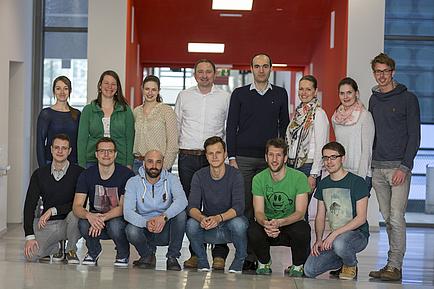 Gruppenfoto von Batterienforscherinnen und -forschern der TU Graz.