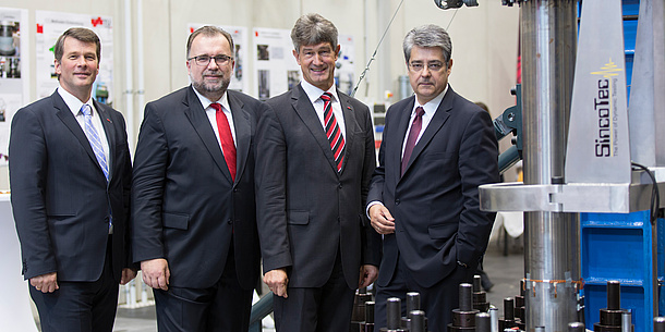 Rector Harald Kainz and Vice Rector for Research, Horst Bischof together with members of the Siemens AG  management, photo source: Lunghammer