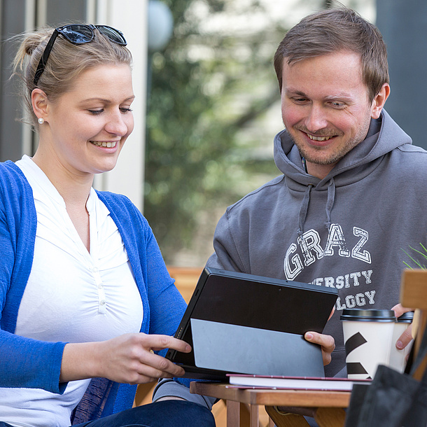 Man and woman with a tablet. Photo source: Lunghammer - TU Graz