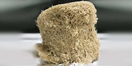 zerfranster, pflanzlicher Celluloseschaum-Würfel