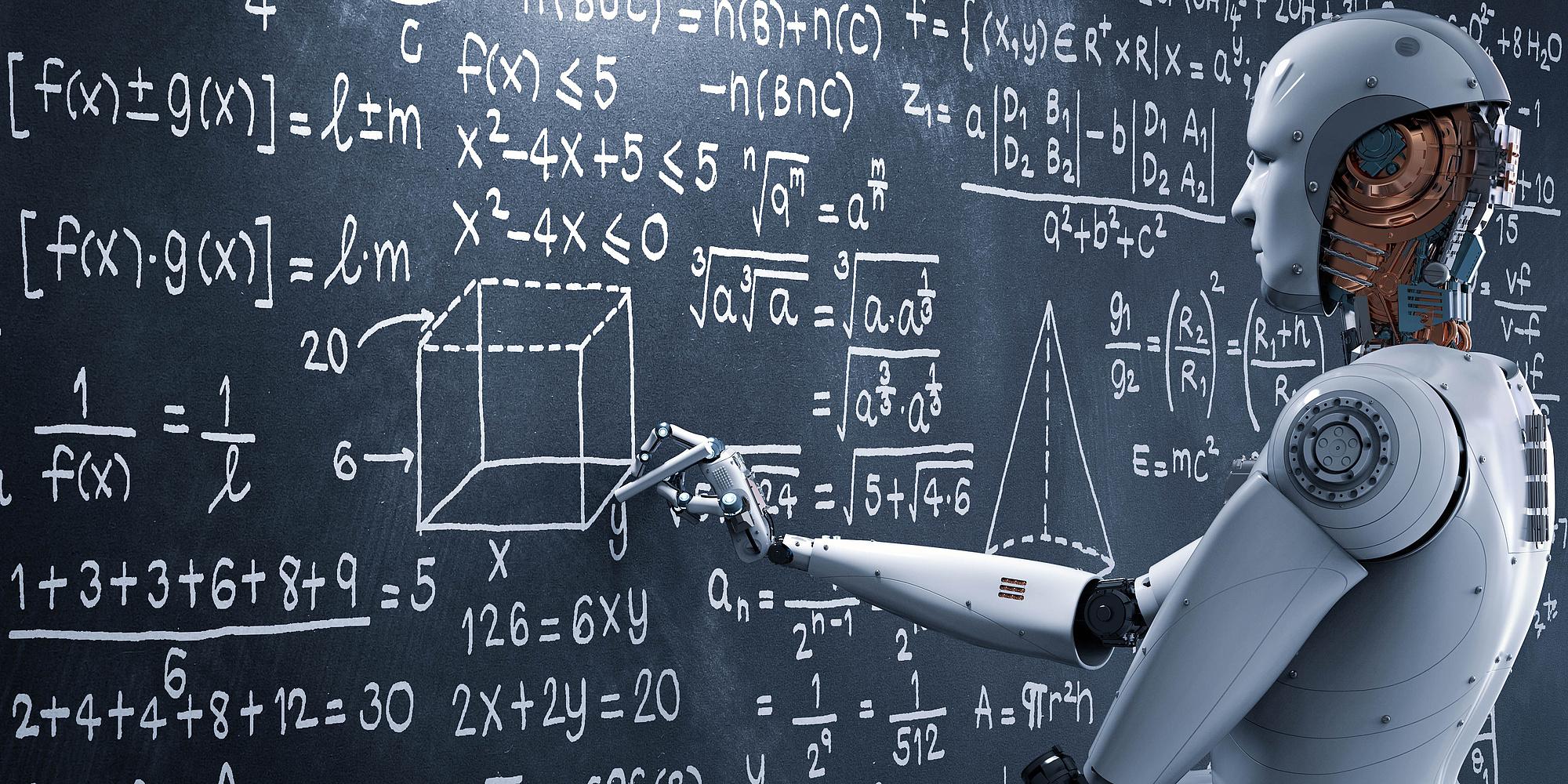 Roboter schreibt Formeln an eine Tafel