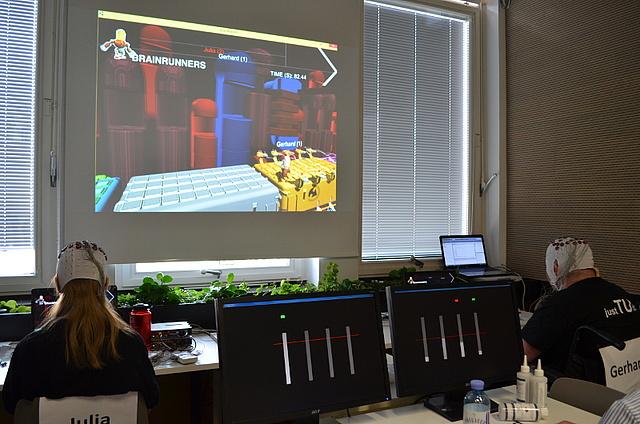 Brainunners 2 pilots playing