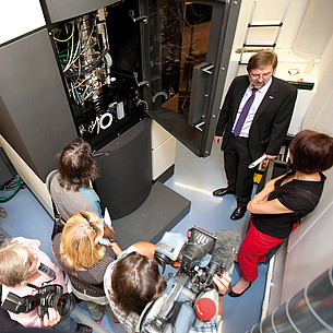Group of people in front of an electronics cabinet. Photo source: Lunghammer - TU Graz