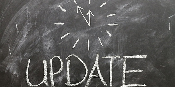 "On a blackboard you can see a drawn watch and the word ""update"". Source: Pixabay"
