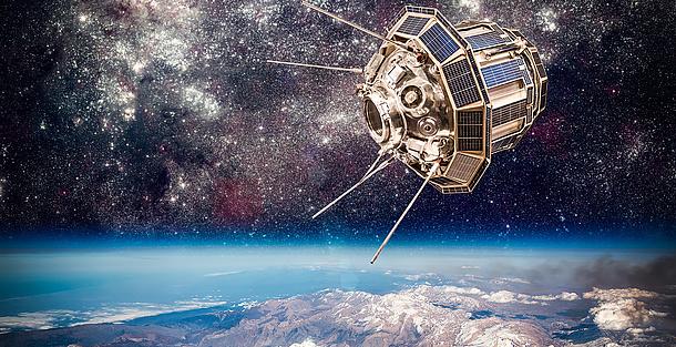 Satellit im Weltraum.