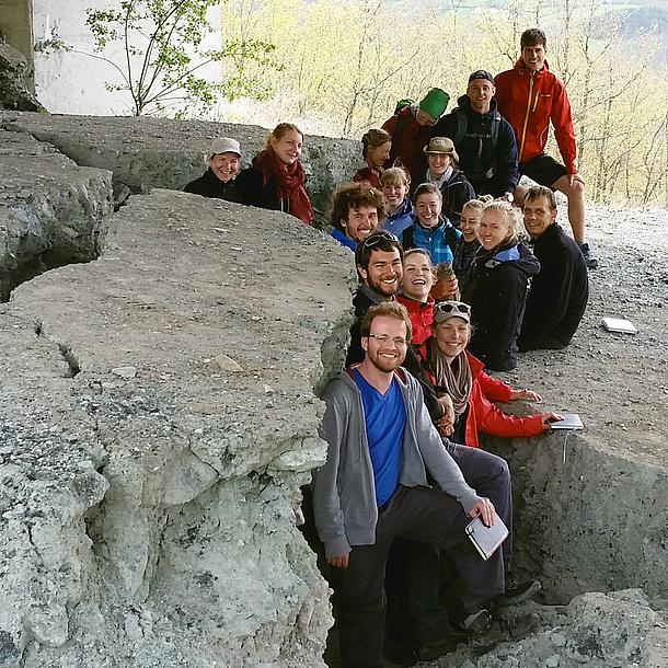 """Studierende des Bachelorstudiums """"Geowissenschaften"""" bei einer Exkursion, Bildquelle: TU Graz/IAG"""