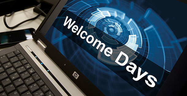 """Ein Notebook-Bildschirm zeigt den Text """"Welcome Days"""". Bildquelle: Lunghammer – TU Graz"""