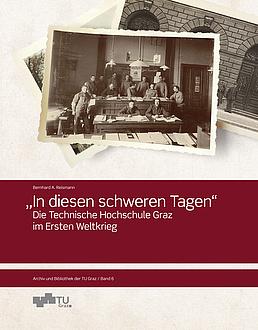 Das Buchcover zeigt im oberen Teil historisches Bildmaterial. Darunter steht der Titel weiß auf weinrot geschrieben.