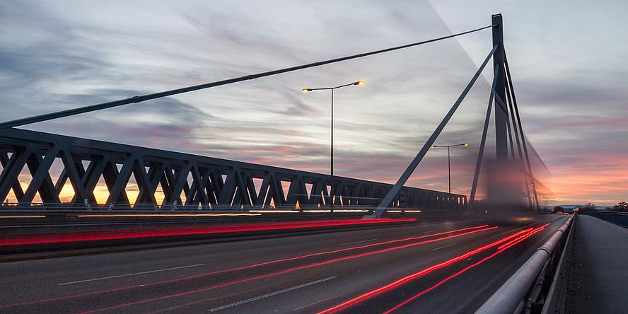 Brücke bei Sonnenuntergang