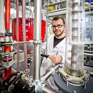 Scientist doing research in a process engineering laboratory. Photo source: Lunghammer - NAWI Graz