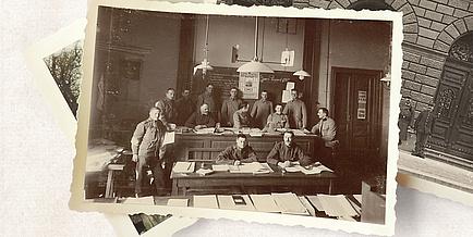 Eine historische Aufnahme von mehreren Männern, die in einem Lehrsaal der TU Graz sitzen