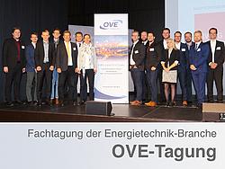 Gruppenbild der 16 TU Graz Teilnehmerinnen und Teilnehmern bei der OVE-Energietechnik-Tagung.