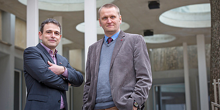 Die erfolgreichen TU Graz-Forscher (v.l.): Stefan Mangard, Institut für Angewandte Informationsverarbeitung und Kommunikationstechnologie, und Gernot Müller-Putz, Institut für Neurotechnologie, freuen sich über ihre ERC Consolidator Grants.