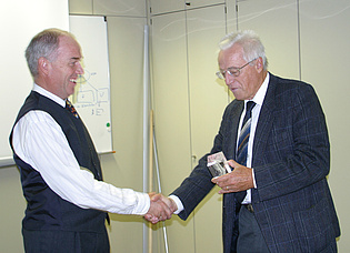 Prof. Franz Heitmeir congratulates the former head of the institute Prof. Herbert Jericha to his election to the grade of Fellow of the American Society of Mechanical Engineers.