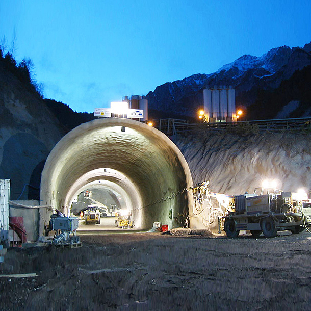 Tunnelröhre im Bau.