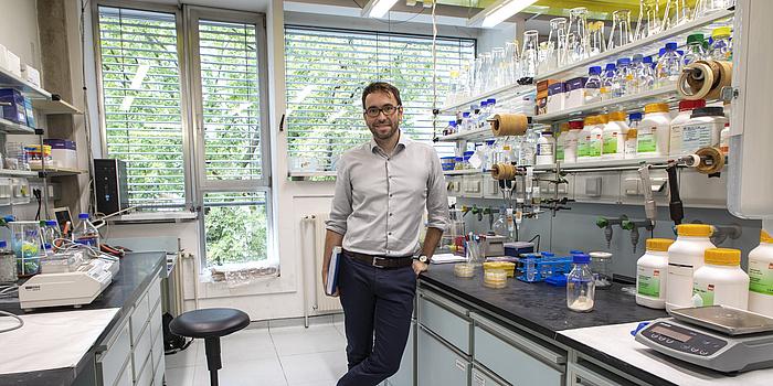 Researcher Gustav Oberdorfer in his laboratory.