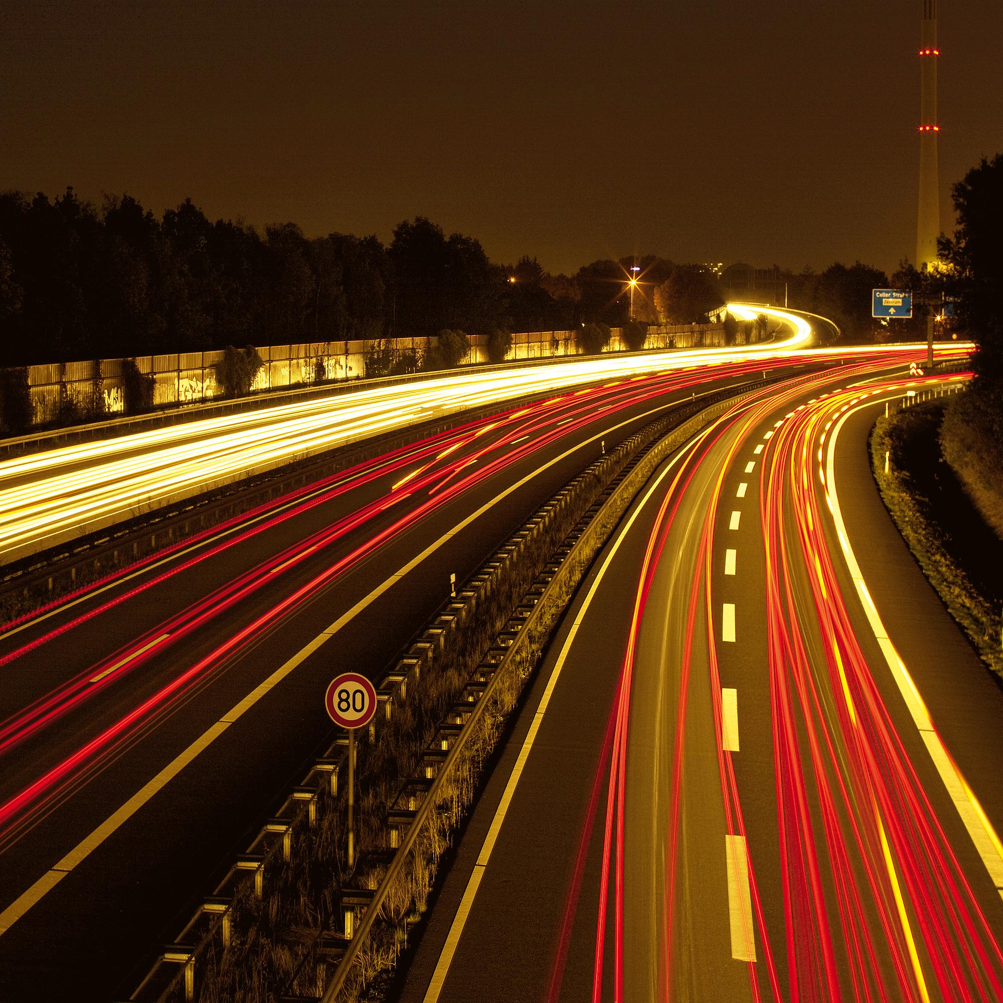 Eine Autobahn. Bildquelle: H-J Paulsen – Fotolia.com