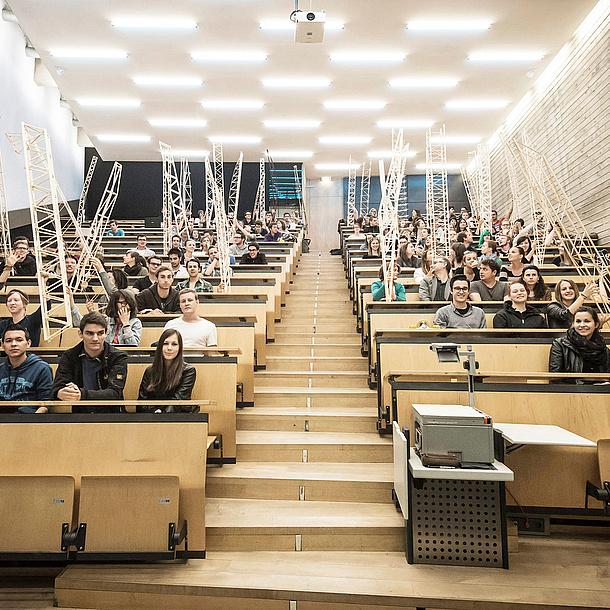 Students in a lecture hall at TU Graz, Source: TU Graz/ITE