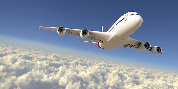 Flugzeug über den Wolken. Bildquelle: Maksim Samasiuk – Fotolia.com