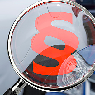 Paragraph icon on a magnifying glass. Photo source: bluedesign - Fotolia.com