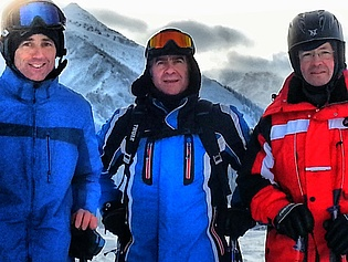 Professors Wolfgang Sanz (left) and Jakob Woisetschläger (right) with visiting professor Marwan Darwish (middle) at Praebichl for skiing!