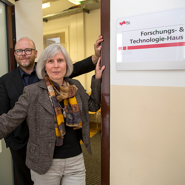 Head Ursula Diefenbach and Deputy Christoph Adametz standing in the open doorway of Research & Technology House. Photo source: Lunghammer - TU Graz
