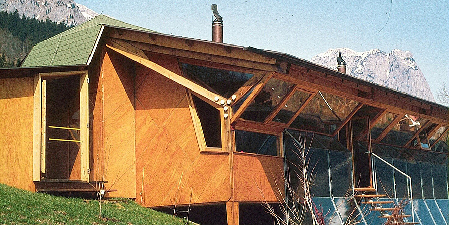 Ein älteres Foto vom Haus Fischer, dem ersten österreichischen Solarhaus am Grundlsee.