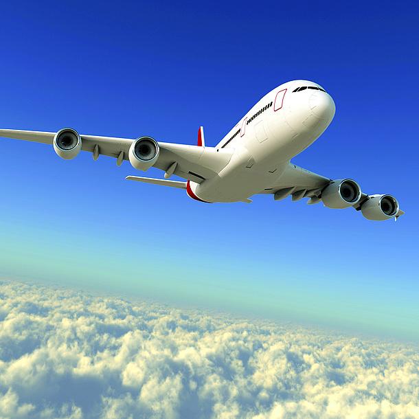 Ein Flugzeug über den Wolken. Bildquelle: Maksim Samasiuk – Fotolia.com