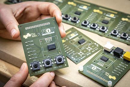 Framwork X-Burst: Computerchips auf elektronischen Leiterplatten