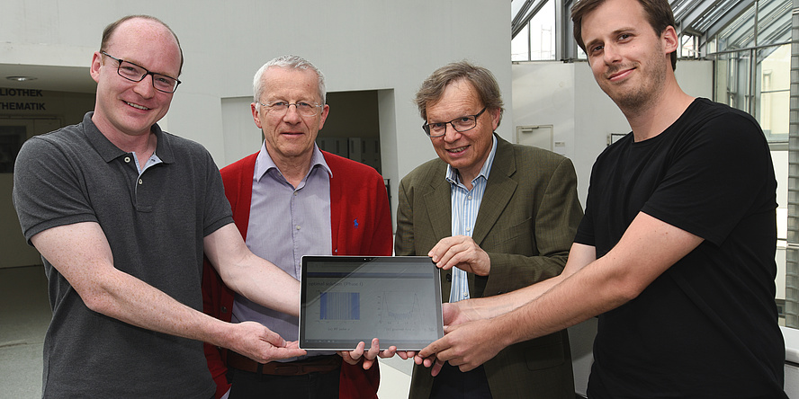 """Armin Rund, Karl Kunisch, Rudolf Stollberger und Christoph Aigner (v.l.) freuen sich über den 1. Platz beim Wettbewerb """"simultaneous multiple slice imaging"""" der Internationalen Gesellschaft für Magnetresonanz in der Medizin."""