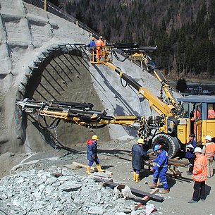 Construction works in a tunnel. Photo source: Schubert - TU Graz