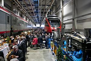 Bild von Personen bei der Schienenfahrzeugtagung