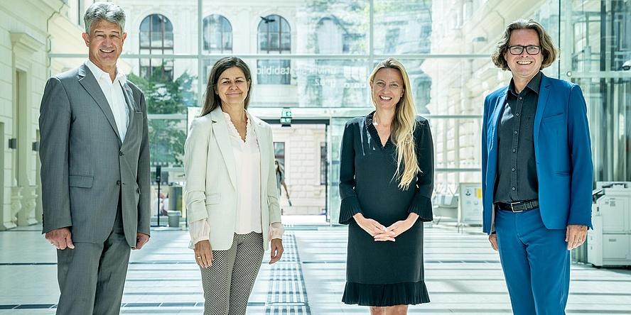 TU Graz-Rektor Harald Kainz, Soziallandesrätin Doris Kampus, Gesundeitslandesrätin Juliane Bogner-Strauß und Uni Graz-Rektor Martin Polaschek
