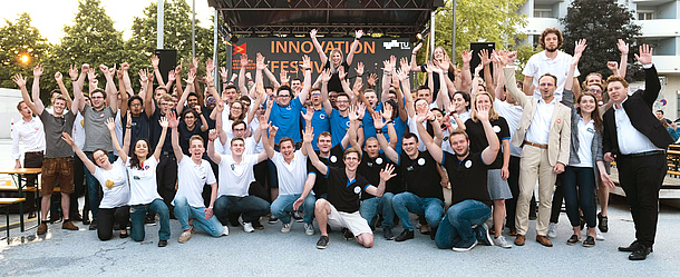 Cheering participants of the Product Innovation Project